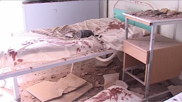 vídeos de stock, filmes e b-roll de libyan authorities showed international journalists a hospital that they said had been bombarded by coalition forces on tuesday night tripoli libya - ocupação na mídia