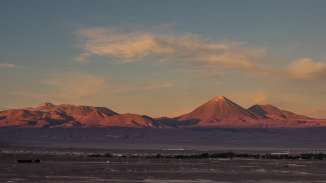 licancabur volcano and san pedro de atacama at sunset - terra brulla video stock e b–roll