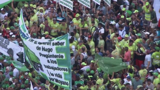 liderados por los camioneros un centenar de sindicatos y organizaciones sociales realizaron una gigantesca manifestacion el miercoles en buenos aires... - sindicatos stock videos & royalty-free footage