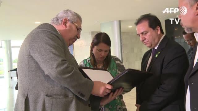 lideres sindicales de brasil se reunieron con el presidente interino michel temer cuyo gobierno plantea negociar una reforma al sistema de pensiones - sindicatos stock videos & royalty-free footage