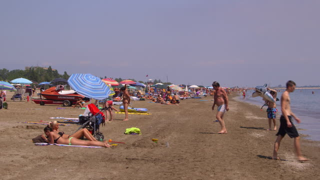 stockvideo's en b-roll-footage met lido beach - zonnescherm gefabriceerd object