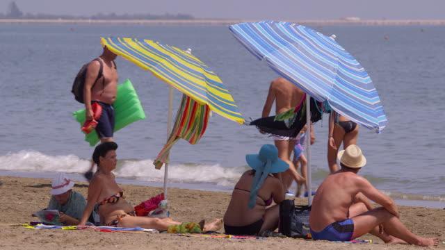 stockvideo's en b-roll-footage met lido beach - zonwering
