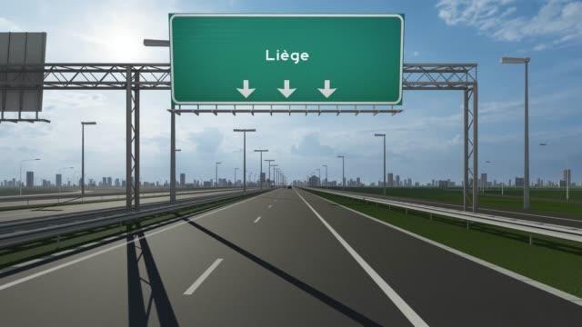 stockvideo's en b-roll-footage met luik city signboard op de snelweg conceptuele voorraad video met vermelding van de ingang van de stad - luik architectonisch element