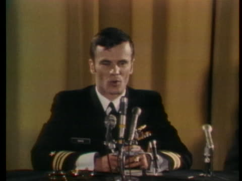 lieutenant commander edward davis describe bringing a puppy home to the us after his release from a prison in vietnam. - ベセスダ点の映像素材/bロール