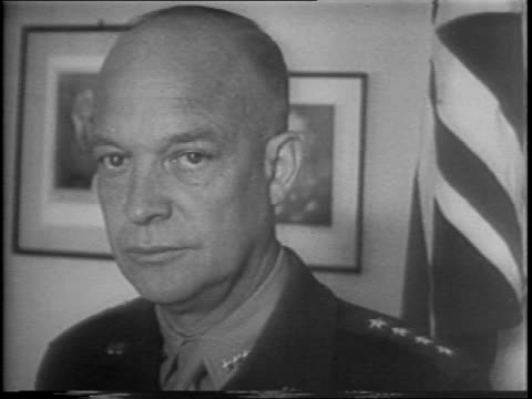 lieutenant general dwight d eisenhower receives congratulations for victory in north african campaign / eisenhower with picture of president franklin... - esercito militare francese video stock e b–roll