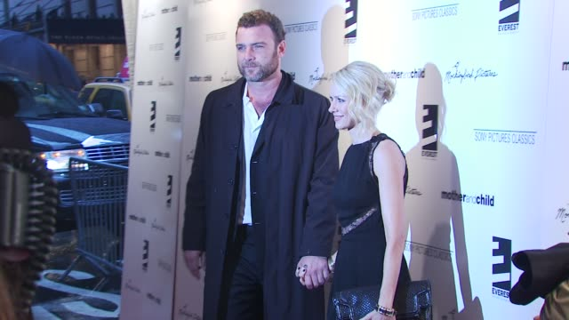 liev schreiber and naomi watts at the 'mother and child' new york premiere at new york ny. - ブランド ステラマッカートニー点の映像素材/bロール