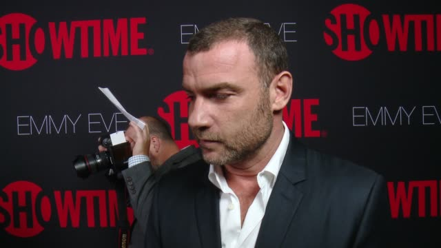 interview liev schreiber on why he wanted to celebrate emmy eve with showtime what showtime's 24 nominations say about the network and what fans will... - エミー賞点の映像素材/bロール