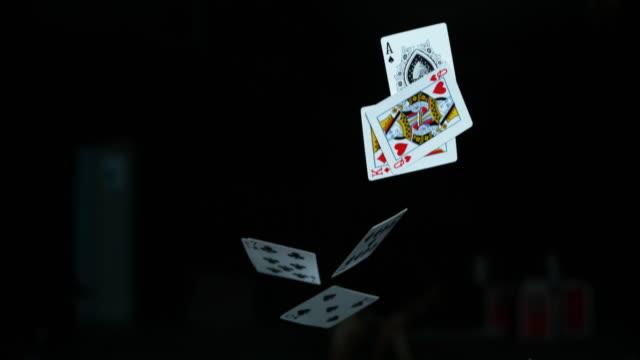 vídeos y material grabado en eventos de stock de la vida viene con riesgos, juega bien - blackjack