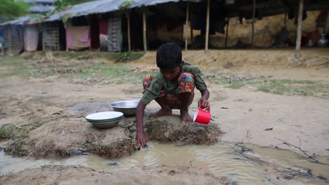 cox's bazar bangladesh october 11 life inside new rohingya at balukhali makeshift camp in cox's bazar bangladesh on october 11 2017 bangladesh said... - hungrig stock-videos und b-roll-filmmaterial