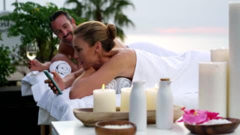vídeos y material grabado en eventos de stock de la vida es buena - balneario spa