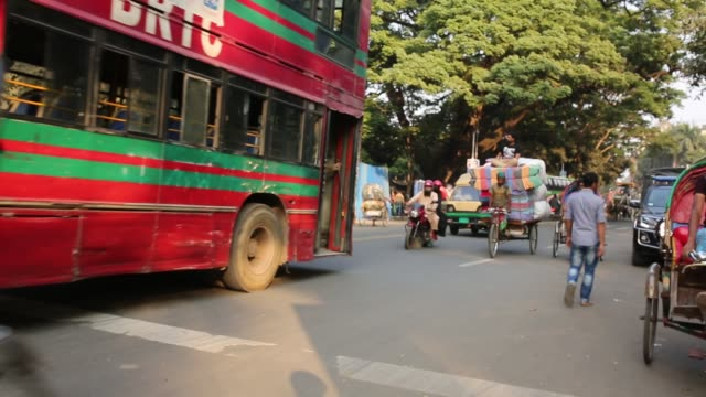 life on street in dhaka - part of a series stock-videos und b-roll-filmmaterial