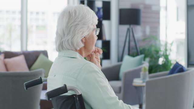 vídeos y material grabado en eventos de stock de la vida de repente dio un giro solitario - enfermedad de alzheimer