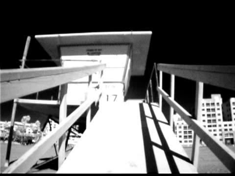 lifeguard hut on beach, santa monica, california - cabina del guardaspiaggia video stock e b–roll