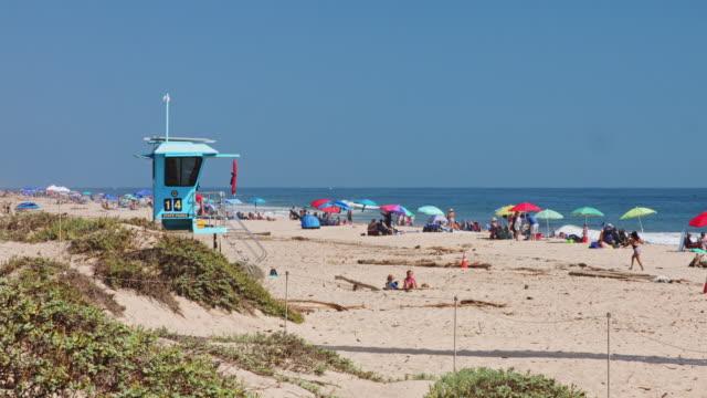 vídeos y material grabado en eventos de stock de lifeguard on duty at carpinteria state beach - vigilante