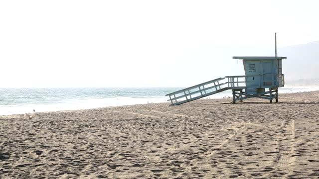 hd: rettungsschwimmer-turm - malibu stock-videos und b-roll-filmmaterial