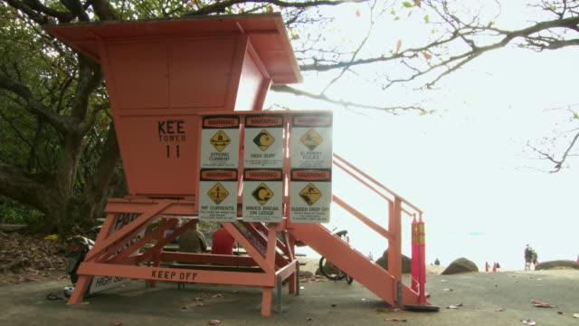 ms lifeguard tower with warning signs, kauai, hawaii, usa - cabina del guardaspiaggia video stock e b–roll