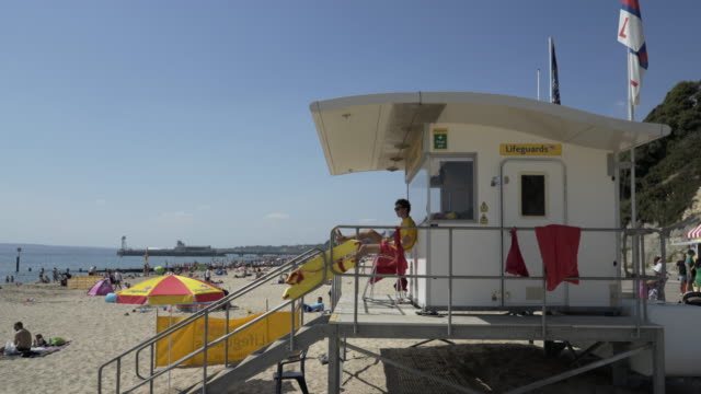 rnli lifeguards. - bagnino video stock e b–roll