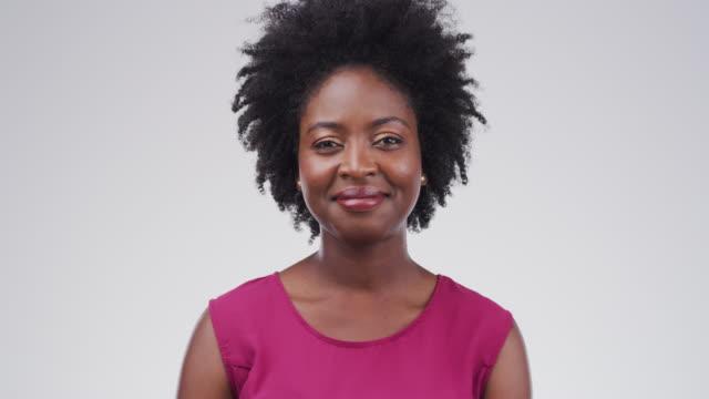 vídeos de stock, filmes e b-roll de a vida é demasiado curta para não ser feliz - origem africana