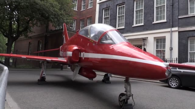 vídeos de stock e filmes b-roll de a lifesized replica of a red arrows jet has taken up position outside downing street ahead of an event to celebrate the centenary of the royal air... - centenário