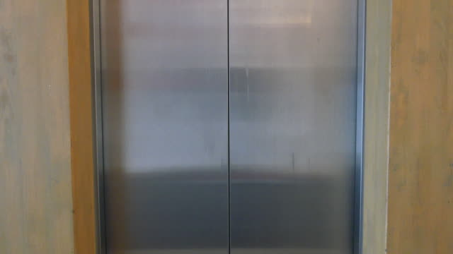Lift Tür öffnen