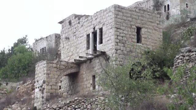 vídeos de stock, filmes e b-roll de lifta an abandoned former palestinian village in a bucolic spot at the entrance to jerusalem is at the centre of a preservation fight over an israeli... - jerusalém