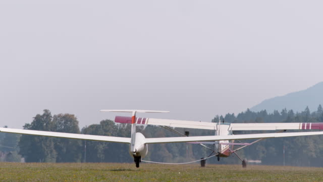 light aircraft being towed into the air in sunshine - aliante video stock e b–roll