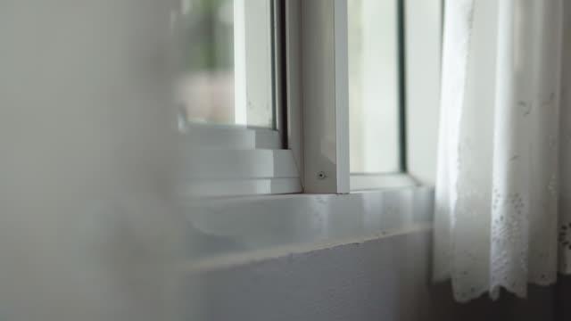 stockvideo's en b-roll-footage met licht en schaduw drop venster - gordijn