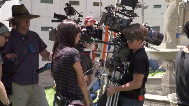 "vidéos et rushes de light as a feather"" - on set visit - behind the scenes at mountain view cemetery on june 19, 2018 in altadena, california. - décor de cinéma"