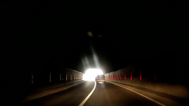 stockvideo's en b-roll-footage met licht aan het eind van de tunnel - hope