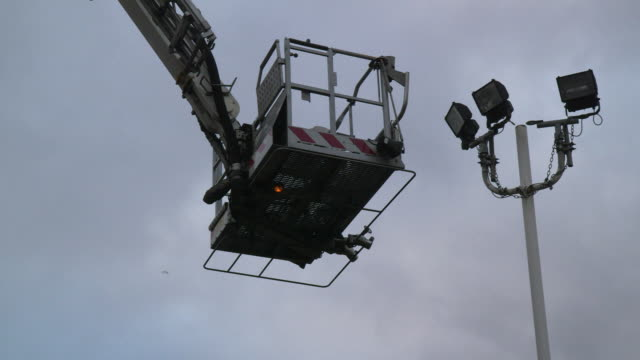 a light blinks on and off on a fire service 'cherry picker' hydraulic platform suspended in mid-air, uk. - west midlands stock-videos und b-roll-filmmaterial