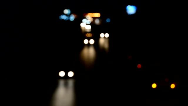 Ljus bil körs