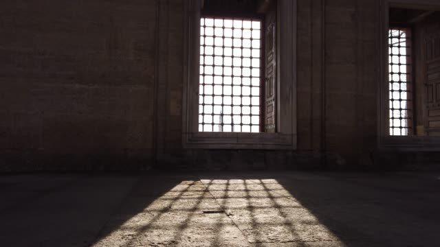 light coming through the window of selimiye mosque, edirne, turkey - moschea video stock e b–roll