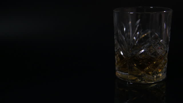 light fade off - cut glass tumbler filled with scotch whiskey - scotch whiskey stock videos & royalty-free footage