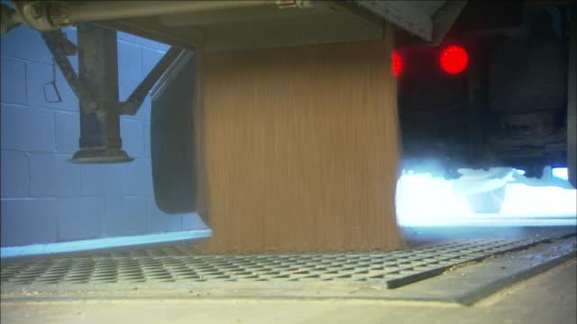 vídeos y material grabado en eventos de stock de a light flashes under a trunk as wheat pours from it. - cereal plant