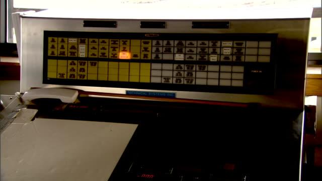 vidéos et rushes de a light illuminates one panel of a control board. - switch