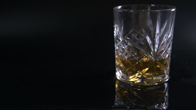 light moving on - cut glass tumbler filled with scotch whiskey - fade out video transition stock videos & royalty-free footage