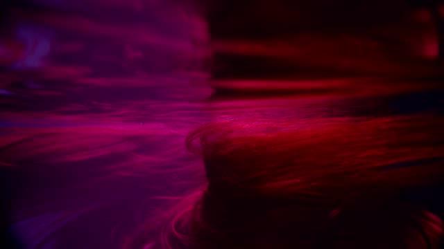 vídeos de stock, filmes e b-roll de luz que move-se no cabelo marrom brilhante subaquático - brown hair
