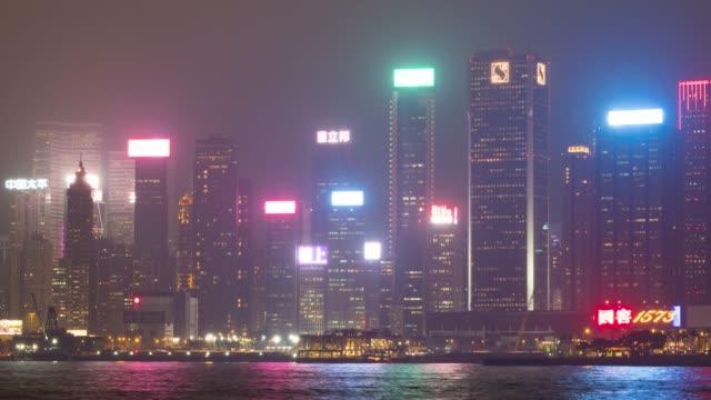 stockvideo's en b-roll-footage met 4k tl: licht van wolkenkrabber en boot in hong kong city. - hong kong