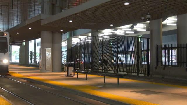 light rail train arriving in denver, colorado - bahnreisender stock-videos und b-roll-filmmaterial