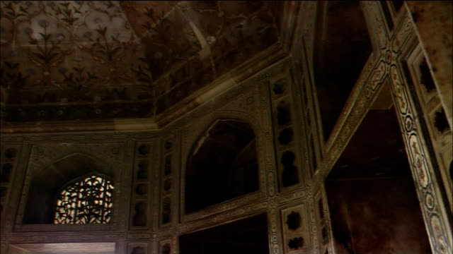 light shines through a stained glass window underneath a domed roof in india. - 美術工芸品点の映像素材/bロール