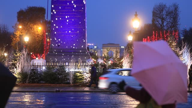 light show throws snowflakes on the obelisk during the installation of christmas decorations on the 'place de la concorde' on december 5, 2020 in... - triumphal arch stock videos & royalty-free footage