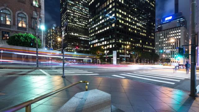vidéos et rushes de dtla light streaks - time lapse - feu de signalisation pour véhicules