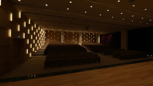 light switched on/off, in empty conference hall with rows of seats for spectators and audience. - press room stock videos & royalty-free footage