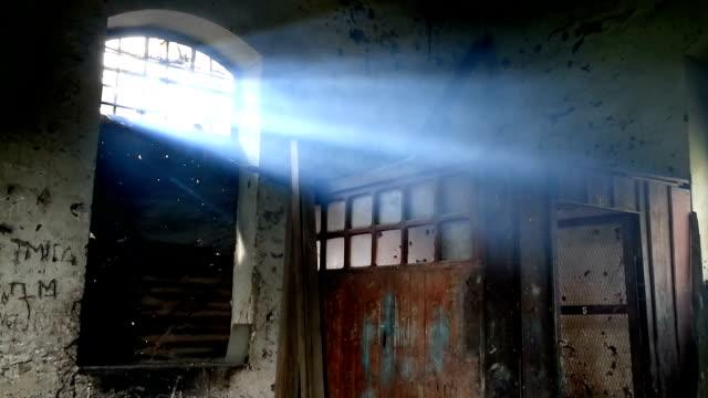 Luz a través de la ventana en la mañana
