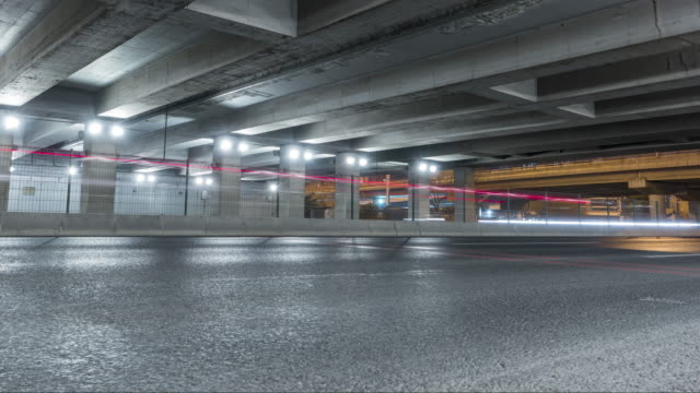 t/l ws la pan licht spur der autobahn beijing bei nacht / peking, china - beton stock-videos und b-roll-filmmaterial