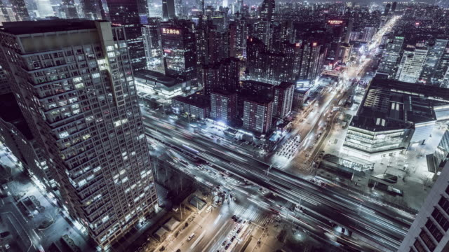 vídeos y material grabado en eventos de stock de t/l ha zo sendero ligero de intersección de carretera sin noche - expansión urbana