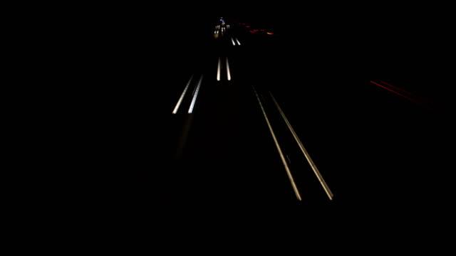 light trails - autoscheinwerfer stock-videos und b-roll-filmmaterial