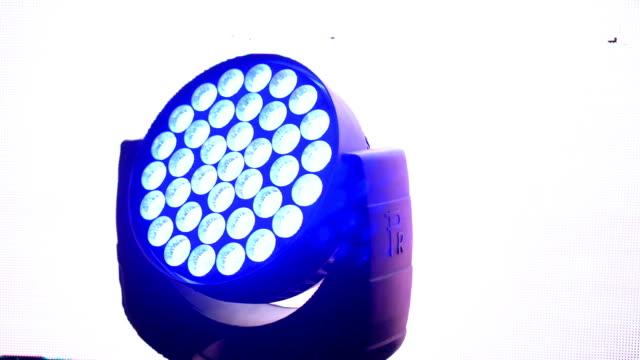 led 照明 - 人の背中点の映像素材/bロール