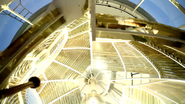 vidéos et rushes de excu lightbulb in the lighthouse/ cape town/ south africa - phare