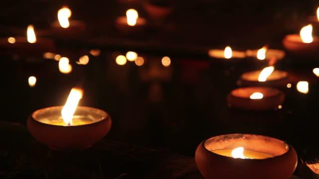 照明付きのキャンドル - 懺悔点の映像素材/bロール